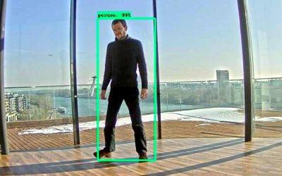 Robot Husky A200 rozpoznáva a autonómne nasleduje objekty